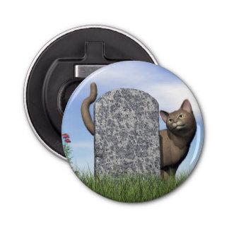 Abrebotellas Gato triste cerca de la piedra sepulcral