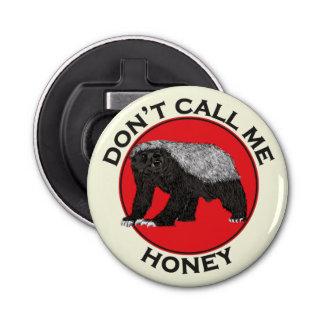 Abrebotellas No me llame miel, arte feminista rojo del tejón de