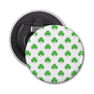 Abrebotellas Trébol en forma de corazón verde en St Patrick