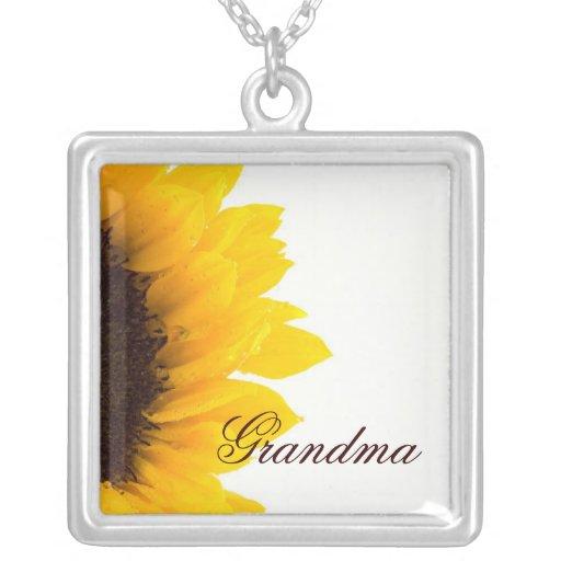 Abuela, collar del girasol