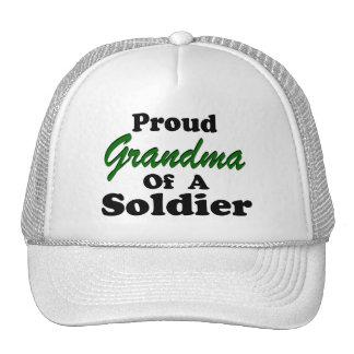 Abuela orgullosa de un soldado gorros