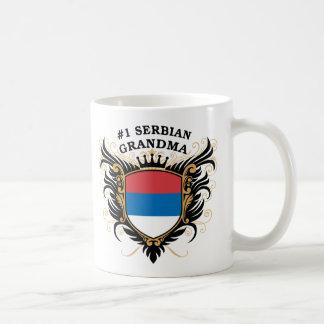 Abuela servia del número uno taza de café