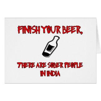 acabe su cerveza con una botella de cerveza tarjeta de felicitación