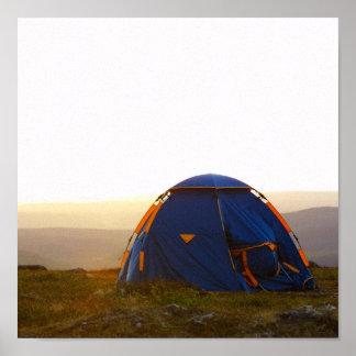 acampada en Laponia en el sol de la tarde Póster