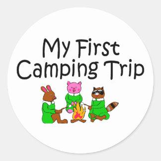 Acampando mi primera acampada etiqueta redonda