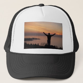 Acantilado de la puesta del sol gorra de camionero
