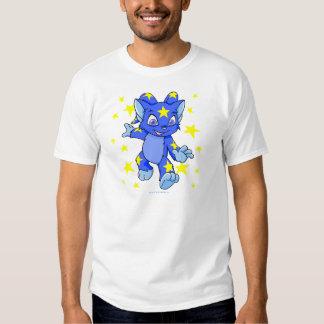 Acara estrellado emocionado con la explosión de la camiseta