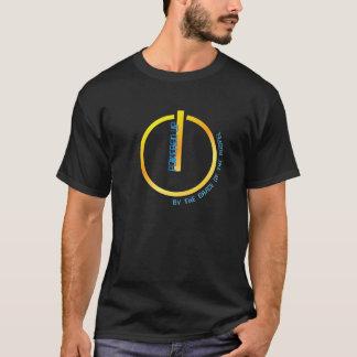 Accionado encima de (por la gracia del evangelio) camiseta