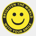 Aclare el mundo con su sonrisa pegatinas redondas