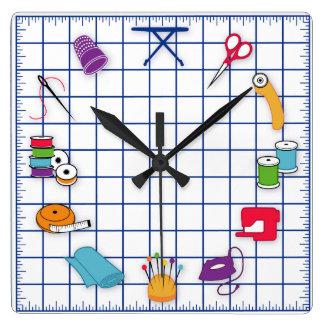 Acolche y cosa el tiempo reloj cuadrado