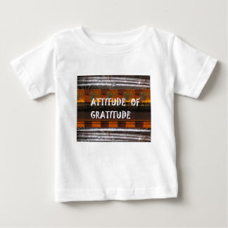 ACTITUD de las palabras de la sabiduría del texto Camiseta De Bebé