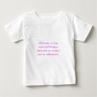Actitud - prueba dura o aventura camiseta de bebé