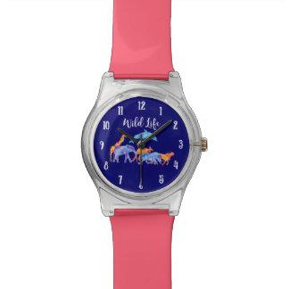 Acuarela colorida de la manada del animal salvaje reloj de pulsera