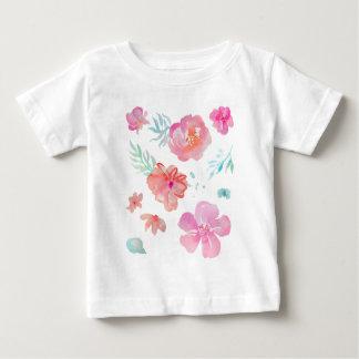 Acuarela rosada floral romántica fresca y elegante camiseta de bebé
