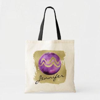 Acuario púrpura de la muestra del zodiaco en fondo bolso de tela
