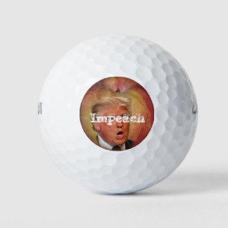 Acuse las pelotas de golf del triunfo