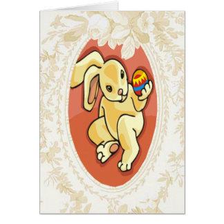 Admiración de una tarjeta de pascua del conejito