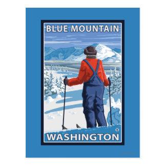 Admiración del esquiador - montaña azul, postal