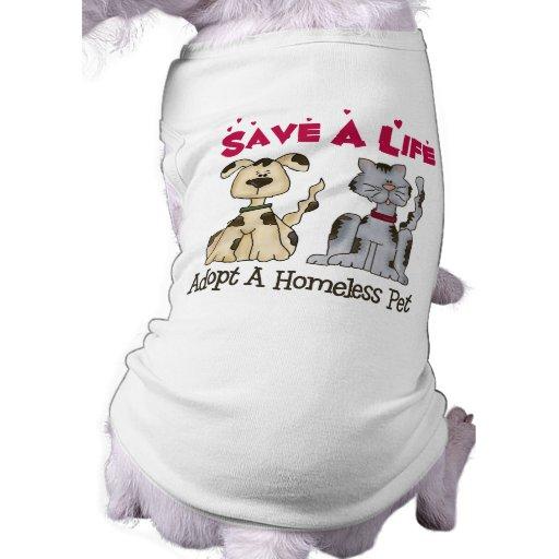 adopte la ropa de un perro casero de los desampara