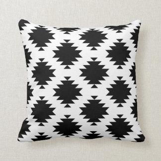 adorno blanco y negro del diamante del sudoeste cojn decorativo