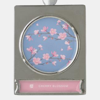 Adorno Con Rótulo Plateado Flor de cerezo - azul de la serenidad