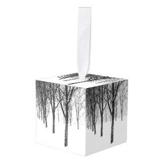 Adorno Cúbico como echo a un lado con los árboles
