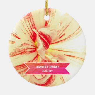 Adorno De Cerámica Boda de encargo de la flor rayada del Amaryllis