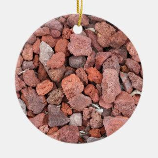 Adorno De Cerámica Cubierta de tierra roja de las rocas volcánicas