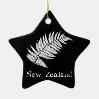 Adorno De Cerámica de un helecho plateado de Nueva Zelanda