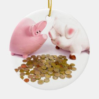 Adorno De Cerámica Dos huchas con las monedas euro en blanco