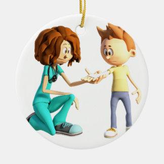 Adorno De Cerámica Enfermera y Little Boy del dibujo animado