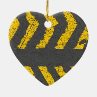 Adorno De Cerámica Marca de camino amarilla apenada Grunge