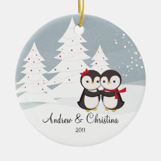 Adorno De Cerámica navideño de una pareja de pingüinos enamorados