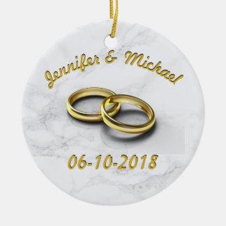Adorno De Cerámica Novia de la fecha del boda y anillos de oro