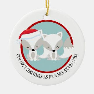 Adorno De Cerámica Nuestros zorros árticos del primer navidad
