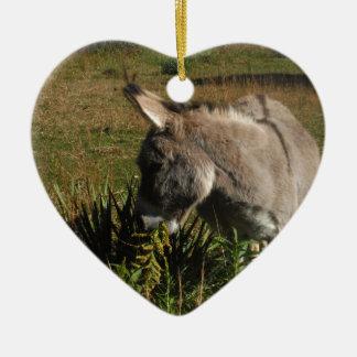 Adorno De Cerámica Pequeño burro gris con los wildflowers