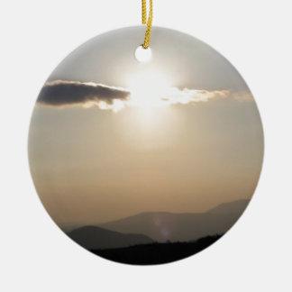Adorno De Cerámica Puesta del sol sobre las montañas