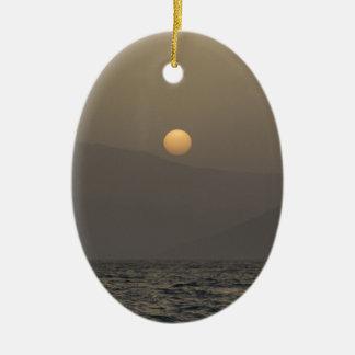 Adorno De Cerámica Puesta del sol sobre las montañas de la isla de