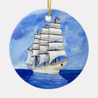 Adorno De Cerámica velero blanco en el mar azul