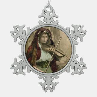 Adorno De Peltre Tipo Copo De Nieve Mujer y violín gitanos