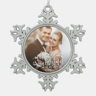 Adorno De Peltre Tipo Copo De Nieve Ornamento de encargo casado del navidad de la foto