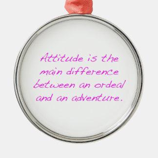 Adorno Metálico Actitud - prueba dura o aventura