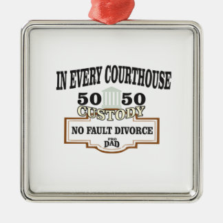 Adorno Metálico custodia 50 50 en cada tribunal