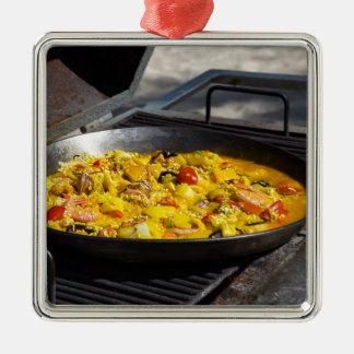 Adorno Metálico de paella cocinada a la parrilla