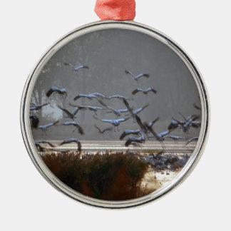 Adorno Metálico Grúas del vuelo en un lago