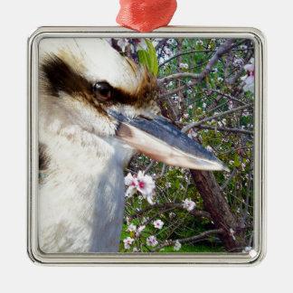 Adorno Metálico Kookaburra por un árbol del flor,