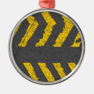 Adorno Metálico Marca de camino amarilla apenada Grunge