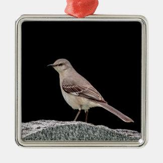 Adorno Metálico Mockingbird en una piedra sepulcral