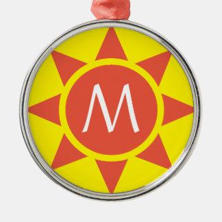 Adorno Metálico Monograma rubricado brillo amarillo y anaranjado