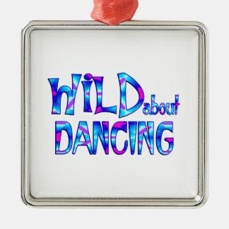 Adorno Metálico Salvaje sobre el baile